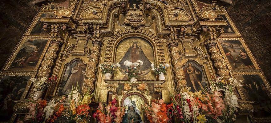 altar de los santoos en andahuaylillas