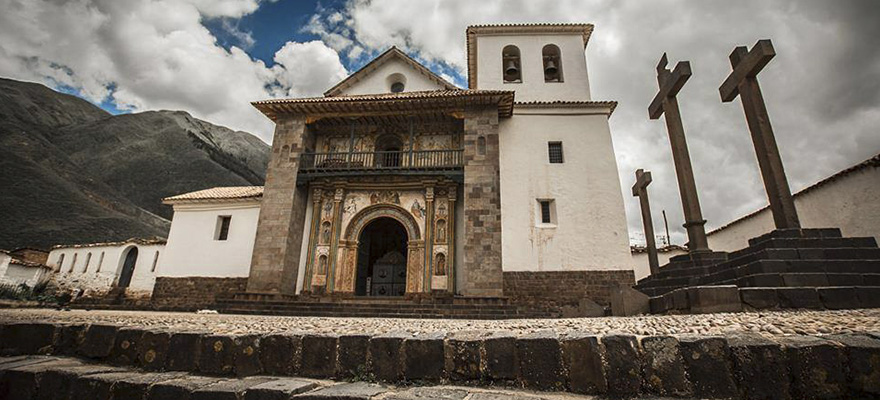 Iglesia de andahuaylillas parada en la ruta del sol